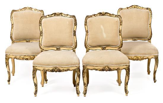 Juego de cuatro sillas estilo Luis XV en madera tallada, policromada y dorada, del siglo XVIII