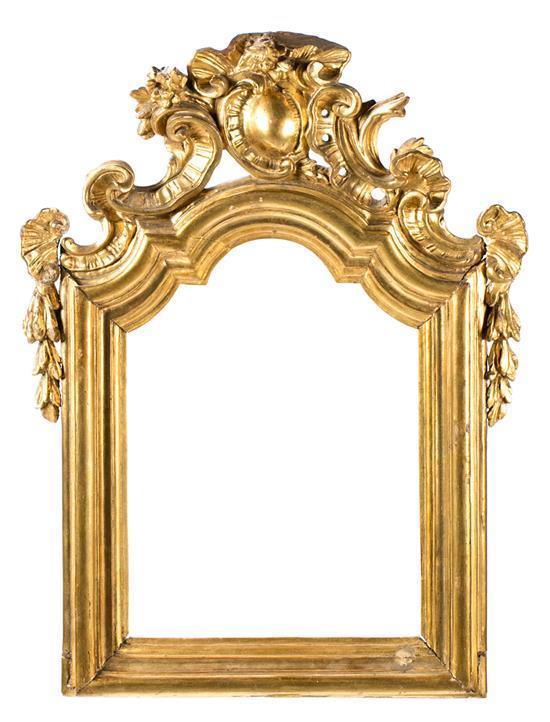 Marco Carlos III en madera tallada y dorada, de la segunda mitad del siglo XVIII