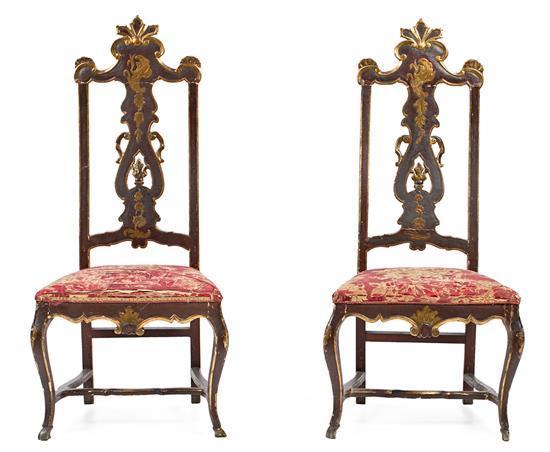 Pareja de sillas españolas en madera tallada, policromada y dorada, del siglo XVIII