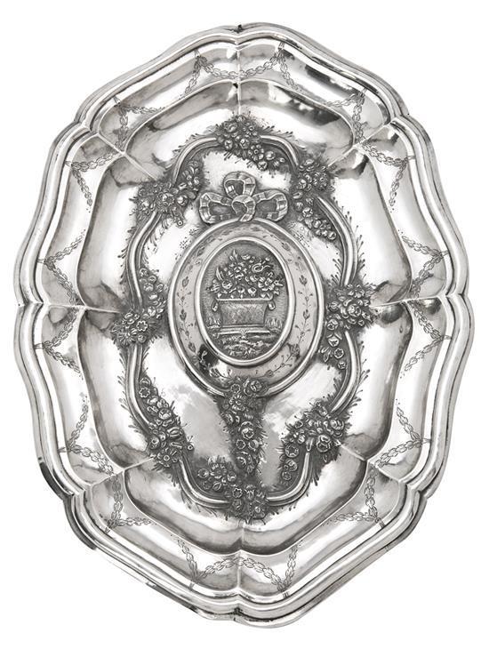 Bandeja ingleteada española en plata de estilo dieciochesco, del primer tercio del siglo XX
