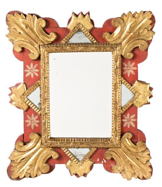 Espejo con marco en madera tallada, dorada y pintada, de finales del siglo XVIIII