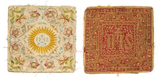 Dos bolsas para corporales en seda bordada con filigrana de paja y con hilos de seda y plata, del último cuarto del siglo XVII-prime...