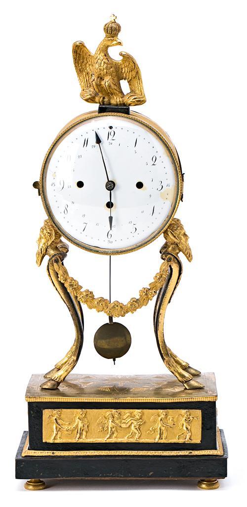 Reloj francés Luis XVI en bronce dorado y pavonado y mármol, del último cuarto del siglo XVIII
