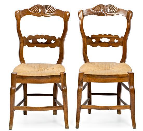 Pareja de sillas isabelinas en haya, de mediados del siglo XIX