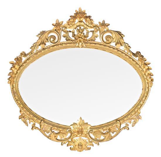 Gran espejo isabelino con marco en madera tallada y dorada, hacia 1860