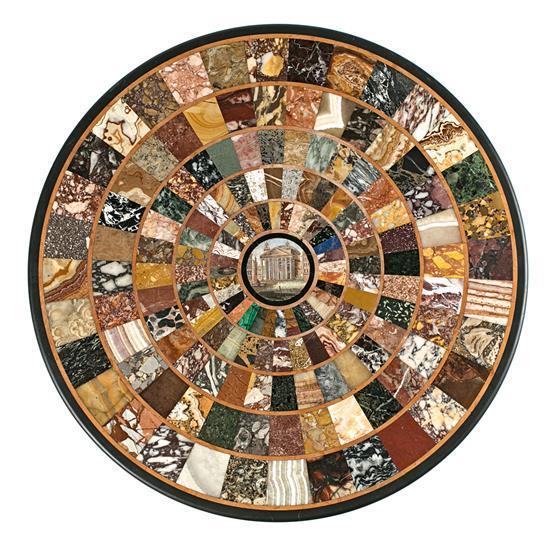 Sobre de mesa italiano con muestrario de mármoles y piedras duras y micromosaico, del siglo XIX