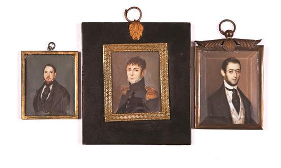 Escuela española de mediados del siglo XIX Caballeros Tres retratos en miniatura al gouache