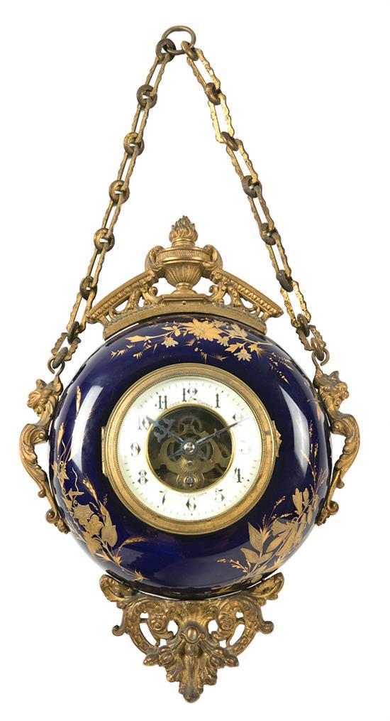Reloj de pared francés en porcelana