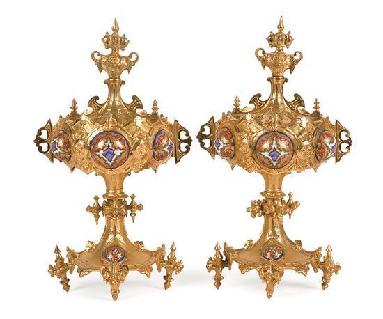 Pareja de copas con tapa probablemente rusas en bronce dorado con cabujones de esmalte, de la segunda mitad del siglo XIX