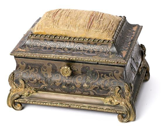 Napoleon III sewing box in brass and tortoiseshell Boulle inlay, third quarter of the 19th Century