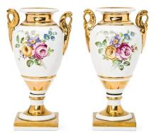 Pareja de jarrones estilo Imperio en porcelana, del primer tercio del siglo XX