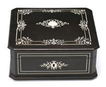 Caja florentina en ébano con marquetería en hueso, de finales del siglo XIX