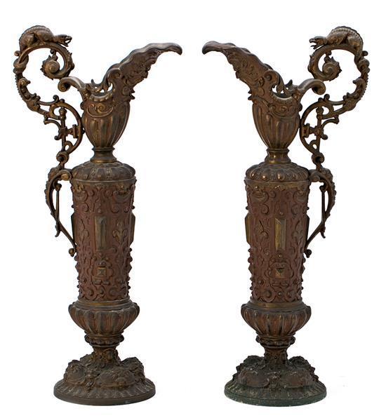 Pareja de grandes jarras francesas en calamina de pátina oscura, de finales del siglo XIX
