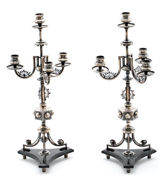 Pareja de candelabros franceses en plata y mármol negro, hacia 1870