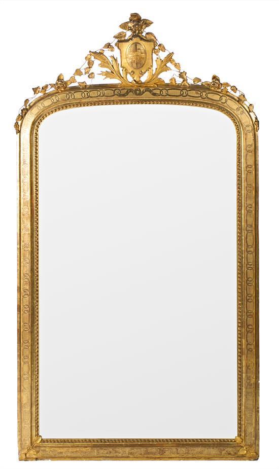 Gran espejo alfonsino en estuco y madera tallada y dorada, del último cuarto del siglo XIX