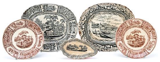 Dos fuentes, pareja de platos y salsera en loza estampada de Sargadelos, del último cuarto del siglo XIX