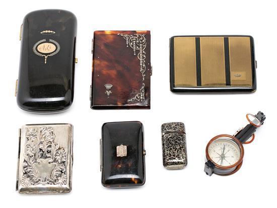 Brújula y seis estuches-pitillera, de notas y cerillero en carey, plata y latón, del último cuarto del siglo XIX