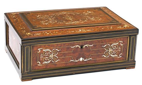 Caja francesa en madera de raíz y ébano con marquetería en nácar y boj, de finales del siglo XIX