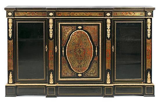 Entredos-vitrina francesa estilo Napoleón III en madera ebonizada con marquetería Boulle de carey y latón y aplicaciones en bronce d...