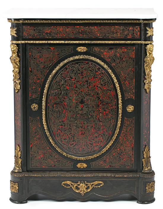 Entredós Napoleón III en madera ebonizada, marquetería Boulle en latón y carey y con aplicaciones en bronce dorado, de la segunda mi...