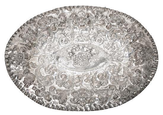 Gran fuente ornamental de estilo dieciochesco en plata, del primer tercio del siglo XX