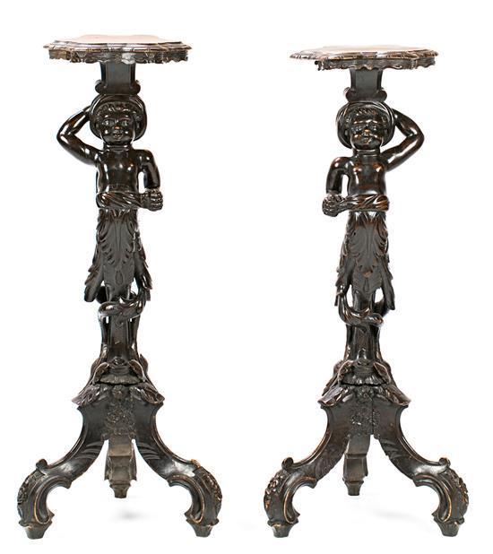 Pareja de peanas de estilo veneciano en madera ebonizada, de finales del siglo XIX