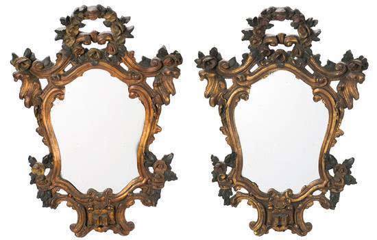 Pareja de cornucopias estilo isabelino en madera tallada, dorada y policromada, de principios del siglo XX