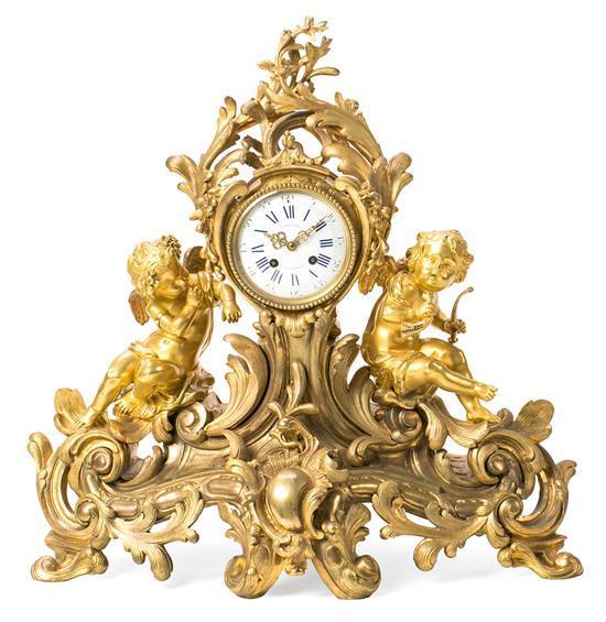 Reloj de sobremesa francés estilo Napoleón III en bronce dorado, del último cuarto del siglo XIX