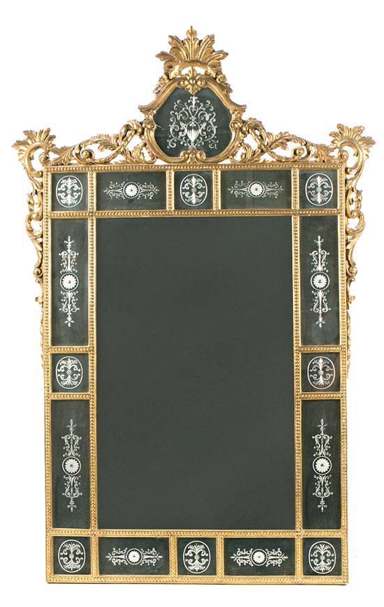 Gran espejo con marco estilo veneciano de espejos grabados y madera tallada y dorada, del primer tercio del siglo XX