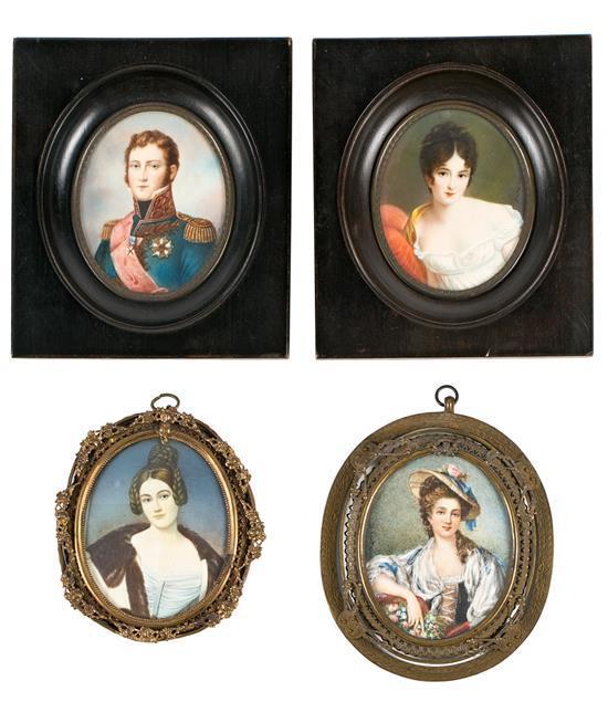 Escuela francesa de las primeras décadas del siglo XX Madame Recamier, dos damas y caballero Cuatro retratos en miniatura al gouach...