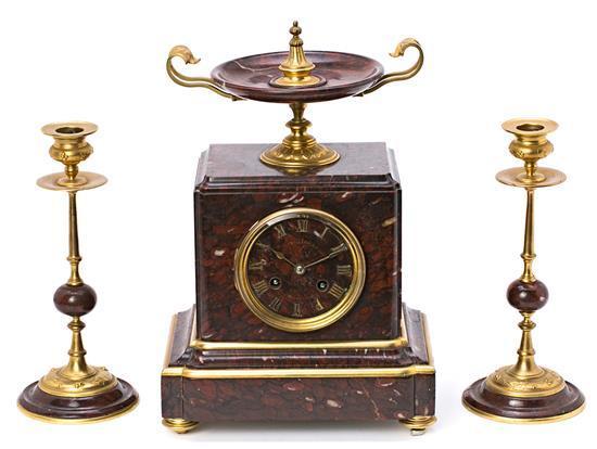 Guarnición francesa formada por reloj y pareja de candelabros, de principios del siglo XX