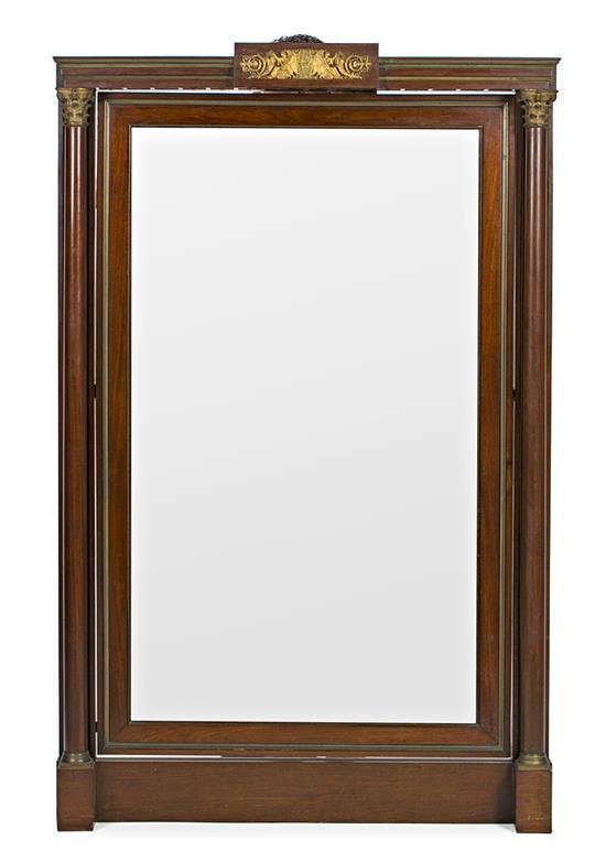 Espejo con marco estilo Imperio en caoba con aplicaciones en bronce dorado, del siglo XIX