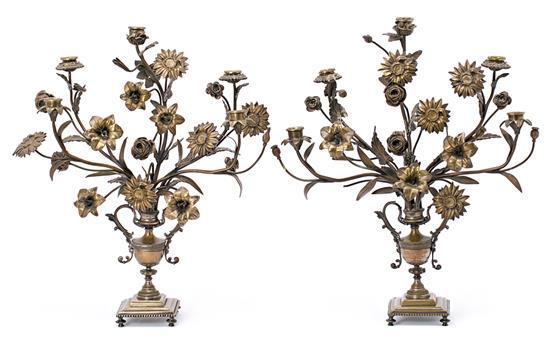 Pareja de candelabros florales en bronce dorado, del siglo XIX