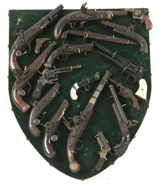 Panoplia de pistolas en acero y madera, de finales del siglo XVIII a 1880