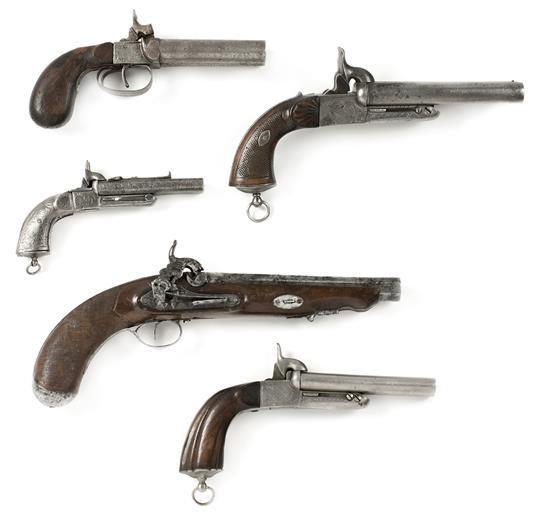 Cinco pistolas españolas a percusión en madera y acero, sistema Lefaucheux y de Eibar, 1850 a 1880