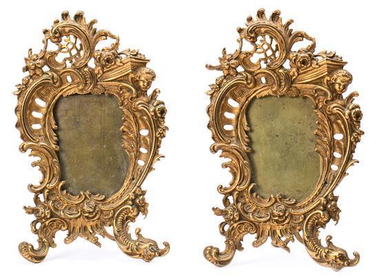 Pareja de marcos de sobremesa franceses en bronce dorado, hacia 1900
