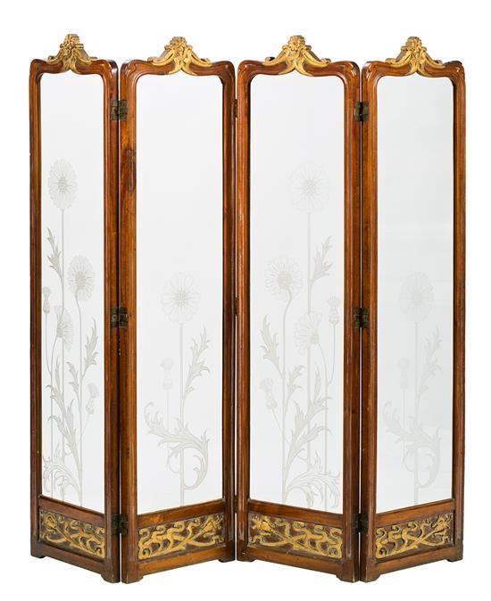 Biombo modernista de cuatro hojas en caoba y vidrio grabado al ácido, hacia 1900