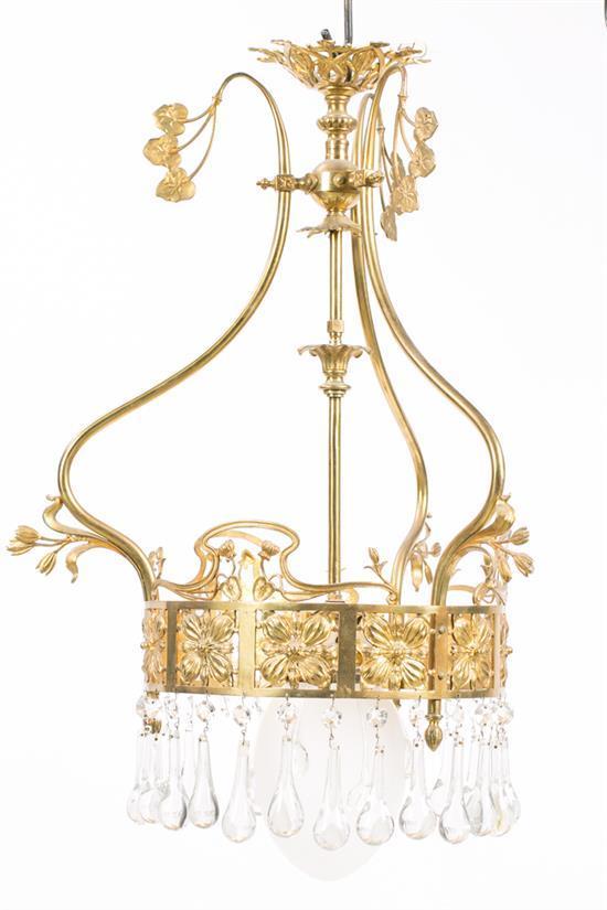 Lámpara de techo modernista y lámpara globo en bronce dorado con lágrimas en cristal, de principios del siglo XX