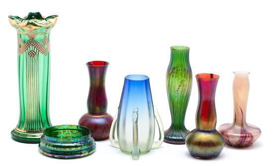 Pareja de jarrones, cuatro jarrones y un cuenco Art Nouveau austríacos en vidrio policromo, de principios del siglo XX