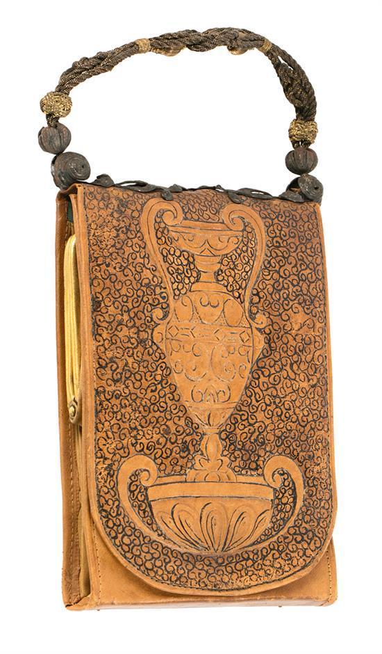 Ramon Teixé Barcelona 1873 - 1926 Bolso Piel grabada y entintada. Asa de hilos en plata y hierro
