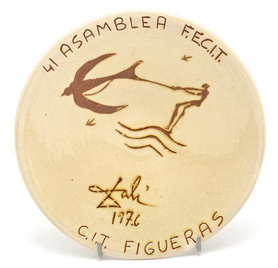Salvador Dalí Figueres 1904 - Barcelona 1989 Plato conmemorativo de la 41 asamblea del F.E.C.I.T. (Federación Española de Centros de...