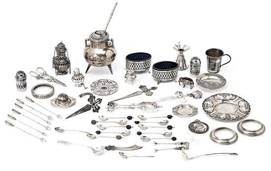 Miscellaneous pieces in Spanish and English silver, 20th century