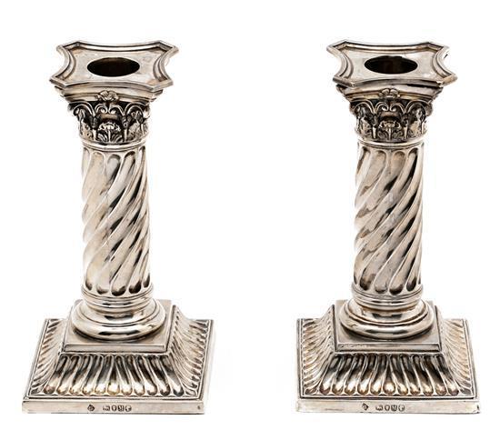 Pareja de candeleros victorianos en plata de Londres, de 1887