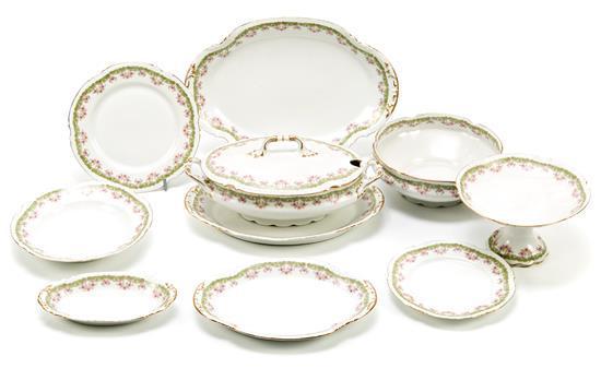 Vajilla de doce servicios en porcelana de Limoges, del segundo tercio del siglo XIX