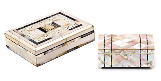 Dos cajas, de Tierra Santa y probablemente inglesa en nácar, de principios del siglo XX