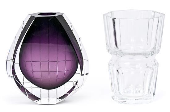 Dos jarrones en cristal de Baccarat policromo y tallado, de la segunda mitad del siglo XX