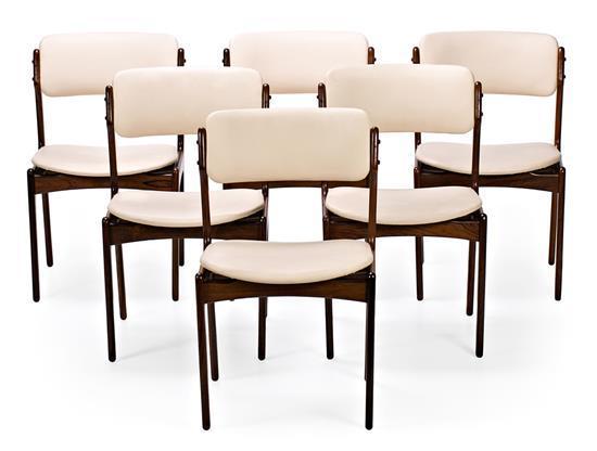 Erik Buch Dinamarca 1923 - 1982 Juego de seis sillas Palisandro y tapicería en piel