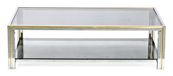 Mesa baja española en latón, acero cromado y cristal ahumado, hacia 1980
