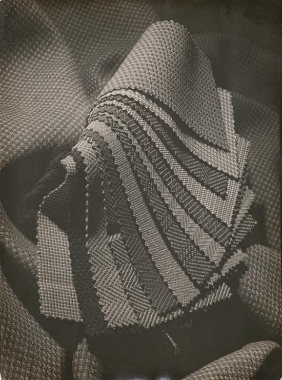 Salvador Torres Garriga Barcelona 1911 - 1964 Fotografías publicitarias de perfumes, champús y champán Siete gelatinas de plata