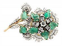 Broche floral de esmeraldas y diamantes